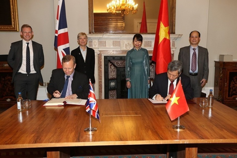 5355_vietnam-uk-sign-fta1_800